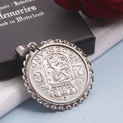 Zilveren munthanger knaak uit 1962