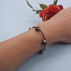 Leren armband met 4 zwarte parels