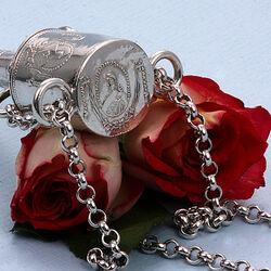 Zilveren naaldenkoker met vingerhoedhuisje