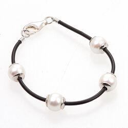 Leren armband met zilver en witte parels3