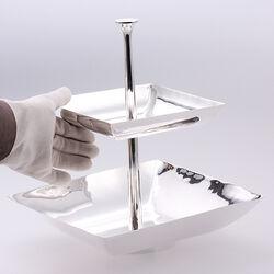 Etagere 31 cm hoog met verzilverde vierkante schalen