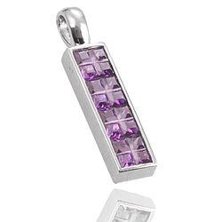 Zilveren hanger met paars zirconia
