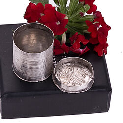Zilver muntendoosje ribmotief