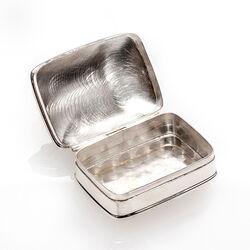 Zilver doosje muis markasiet en granaat