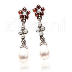 Zilveren oorbellen met granaatjes en pareltjes