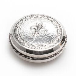 Zilveren doosje met deksel met Franse lelie van Zwollo