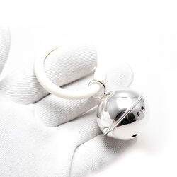 Zilveren rammelaar bal aan een bijtring