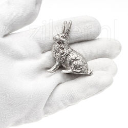 miniatuur zilveren haasje zittend