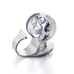 Lapponia ring The Man In Cosmos ring Lila