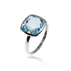 Witgouden ring met blauw topaas