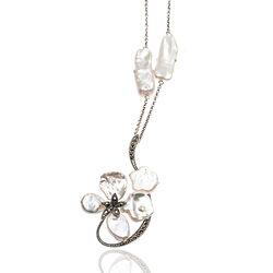 zilver ketting parelmoer bloem met markasiet