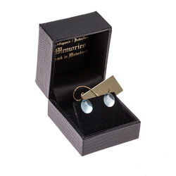 witgouden oorbellen blauw topaas