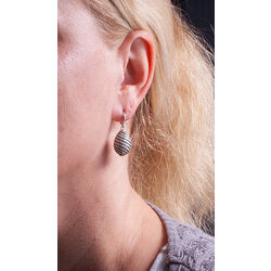Faberge Oorhangers Wit Zirkoon Zwart Emaille
