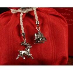 Rood zakje potpourri met zilveren kerstbedels