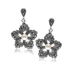 Zilveren markasiet oorstekers bloem parels
