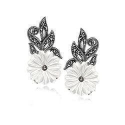 Zilveren oorstekers parelmoer bloem markasiet