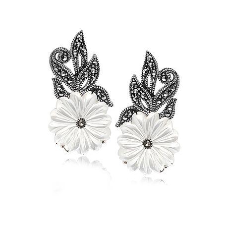 Zilver oorbellen bloem parelmoer markasiet