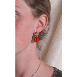 Gouden oorbellen rode rozen bloedkoraal