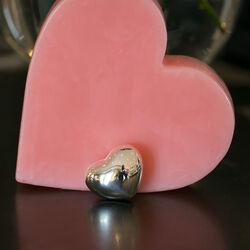 Hartvormig zilveren doosje