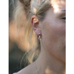 gouden oorbellen met facet geslepen groen amethist