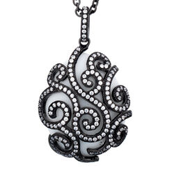 Zwart wit ei hanger met agaat Fabergé