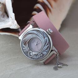 Camee horloge met roze leren band