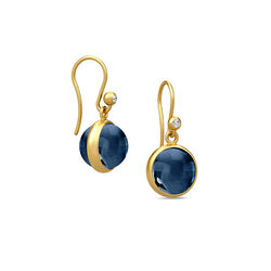 Verguld zilver oorbellen donkerblauw kristal Julie Sandlau
