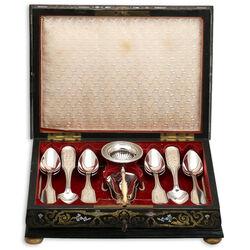 Antiek zilveren theegarnituur in een kistje
