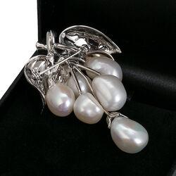 Zilveren broche druiventros met parels en markasiet