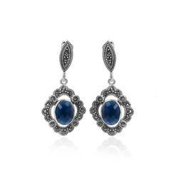 Zilveren markasiet oorbellen met blauw zirkonia