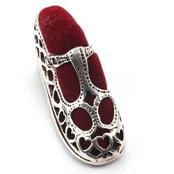 Zilveren speldenkussentje schoentje rood