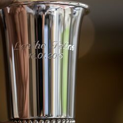 Graveren zilveren kinderbeker tulp parelrand