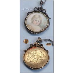 Gouden portret hanger met roosdiamanten aan collier