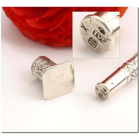 Zilveren naaldenkoker met versieringen uit Gouda