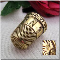 Gouden vingerhoed met graveringen