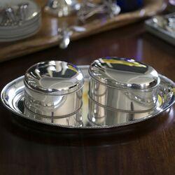 Stel zilveren koektrommels parelrand
