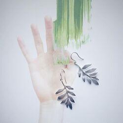 Julie Sandlau zilveren oorhangers leaf