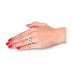 Witgouden ring met smaragd en diamanten