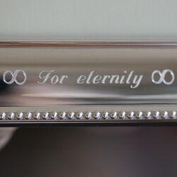 Gravering op zilveren fotolijst for eternity