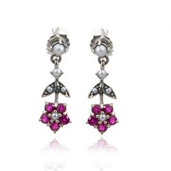 Zilveren oorstekers met robijn bloemetje
