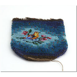 Antiek kralenbeursje blauw met vogel