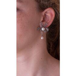 Markasiet oorbellen strik met parels