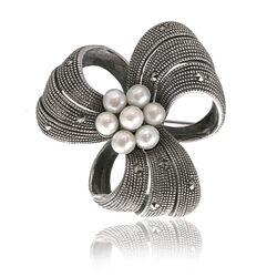 Zilveren markasiet broche met parels
