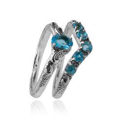 Stel zilveren ringen bezet met blauw topaas