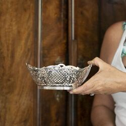 grote zilveren bonbonmand of cakemand Presburg