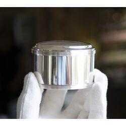 Zilveren bolletjestrommel