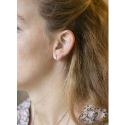 Geelgouden oorstekers met een zoetwaterparel zirkonia