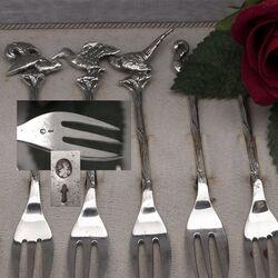 12 zilveren gebaksvorken met verschillende vogels