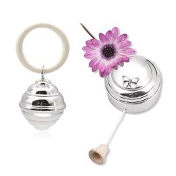 Cadeauset zilveren muziekdoos vlinder en rammelaar bijenkorf parelrand