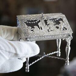 miniatuur zilveren secretaire uit 1888